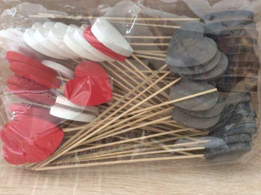 Herzen als Holzstecker, 24 cm, rot, weiß, grau, natur, 50 St. im Beutel, EAN Nr. 4251123306548